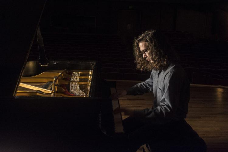 piano teacher plano