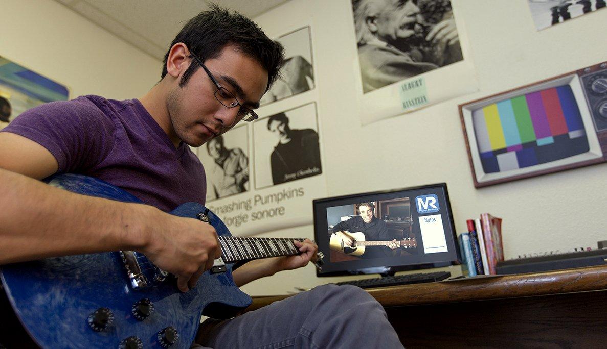 Online Guitar Lessons   Learn the Guitar via Skype or FaceTime